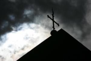 Kirche: Missbrauchsstudie: Kirche schützte Täter statt Kinder