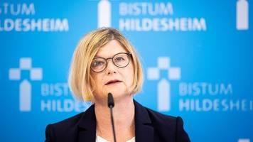 Bistum Hildesheim - Missbrauchsstudie: Kirche schützte Täter statt Kinder