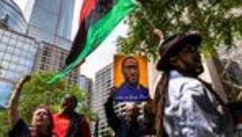polizeigewalt: us-regierung untersagt bundespolizisten den würgegriff