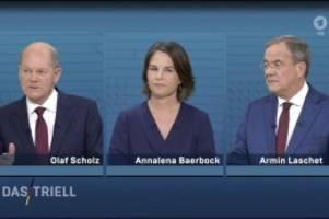 Kanzlerkandidaten: Scholz, Baerbock, Laschet: Triell-Foto wird zum Hit im Netz