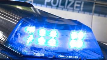 Hintergründe unklar - Mann sticht zwei Nachbarn nieder - Polizei schießt Verdächtigen an