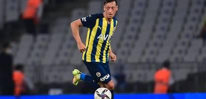 Europa League: Mesut Özil bei Eintracht Frankfurt vs. Fenerbahçe Istanbul: Nur noch Mitläufer