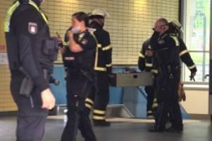 Polizei Hamburg: Mann flüchtet vor der Polizei auf die Gleise im U-Bahnhof