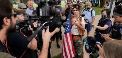 Demo von Trump-Fans vor Kapitol in Washington - Polizei mit Großaufgebot vor Ort