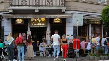 Corona in Deutschland | Nur knappe Mehrheit bei Umfrage für 2G-Regel
