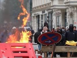 Steinwürfe und Barrikaden: Ausschreitungen begleiten linke Demo in Leipzig