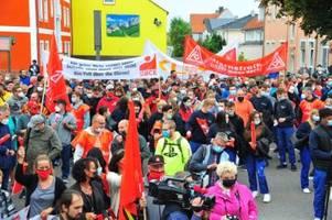der laute protest bei premium aerotec in augsburg baut druck auf