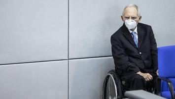 """kritik an der kanzlerin - schäuble sieht auch einen merkel-""""fehler"""" als grund für enges kanzler-rennen"""