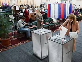 Opposition spricht von Betrug: Putin-Partei bei Parlamentswahl vor Sieg