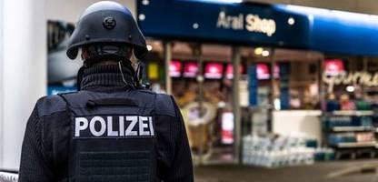 Idar-Oberstein: Tankstellen-Kassierer nach Streit um Corona-Maske erschossen