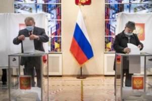 Parlamentswahl in Russland: Kremlpartei feiert Sieg - Opposition spricht von Wahlbetrug