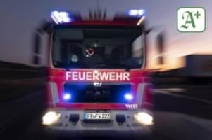 Feuerwehr: Brandstiftung? Zwei Autos in Ammersbek brennen aus