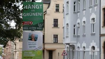 Extremismus: Gericht verbietet einstweilig Plakate Hängt die Grünen