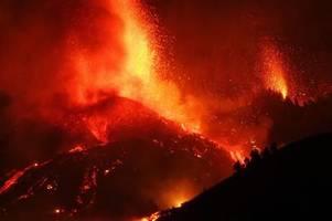 Der Vulkan Cumbre Vieja auf La Palma speit nach 50 Jahren wieder Lava