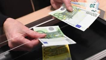 Rechtswidrige Gebührenerhöhung - Bis zu 300 Euro Erstattung? So bekommen Kunden ihre Bankgebühren zurück