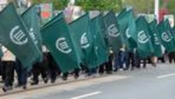 der dritte weg: rechtsextreme partei muss anti-grünen-plakate abnehmen