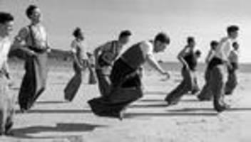 Olympische Spiele: Sackhüpfen war einmal eine olympische Disziplin. Stimmt's?