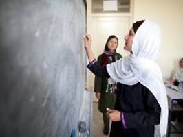 Übergangsregierung komplett: Taliban wollen Mädchenschulen wieder öffnen