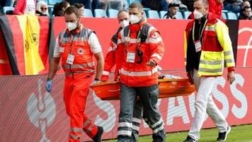 Schiedsrichterin mit Herzproblemen: Spiel der Fußballerinnen unterbrochen