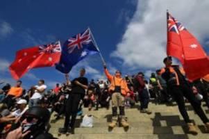 Corona-Pandemie: Australien: Neue Proteste gegen Impfpflicht für Baubranche