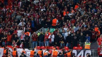 england: premier league testet rückkehr zu stehplätzen
