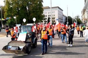 protest in augsburg: bauarbeiter fordern höhere löhne, sonst drohen streiks