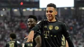 FC Bayern - Musiala schaut sich zwei ganz besondere Tricks von Lewandowski und Gnabry ab