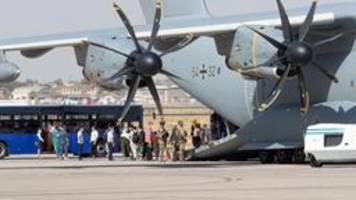 Merkel bei Ehren-Appell für Evakuierungsmission von Kabul