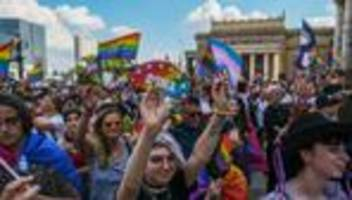 polen: polnische region hebt status als lgbt-freie zone auf