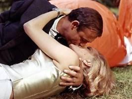 Im Grunde Vergewaltigung: Bond-Regisseur verurteilt alte 007-Filme