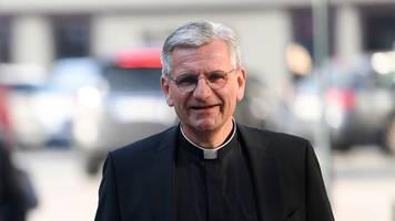 papst lehnt amtsverzicht von kölner weihbischöfen ab
