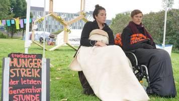 klimakrise - klimaaktivisten brechen hungerstreik ab - scholz: bin froh