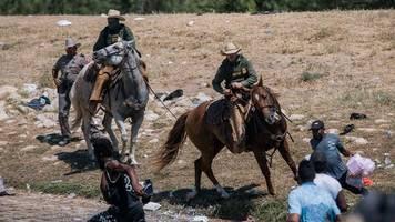 Del Rio: Biden empört über US-Grenzschützer - Migranten-Camp geräumt