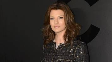 Supermodel Linda Evangelista verlangt nach Beauty-Eingriff 50 Millionen Dollar