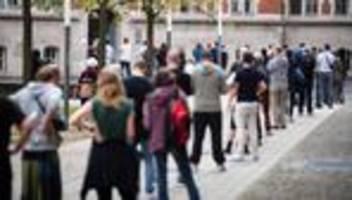 Wahl in Berlin: Stimmzettelchaos in Berlin verzögert Wahlergebnis
