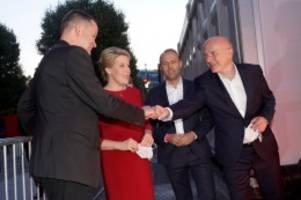 Berlin-Wahl 2021: Berlin-Wahl: So feiern die Spitzenkandidaten der Parteien