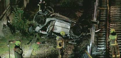Auto stürzt in Berlin metertief von Stadtautobahn – zwei Schwerverletzte