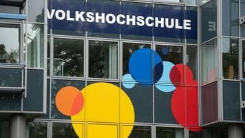 neues semester: volkshochschulen bieten mehr kurse vor ort