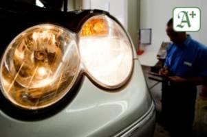 Sicherheit Verkehr: Tüv Nord bietet Hamburgern kostenlose Lichtchecks an Autos