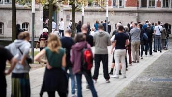 Pannen-Wahl in Berlin: Wahlleiterin schließt Wiederholung nicht aus