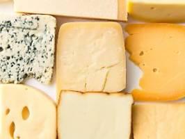 käse oft ungünstig bewertet: nutri-score erbost die roquefort-lobby