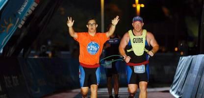 chris nikic: läufer mit downsyndrom schafft boston-marathon