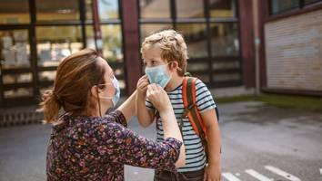 """Immer mehr Ausbrüche in Schulen - Ärztin fordert Impfung ab 5 Jahren – """"weil wir Daten nur in eine Richtung relativieren"""""""