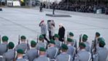 Großer Zapfenstreich in Berlin: Steinmeier zieht gemischte Bilanz des Afghanistan-Einsatzes