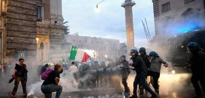 Italien streitet über den »Green Pass«: Wer nicht geimpft, getestet oder genesen ist, darf nicht mehr arbeiten