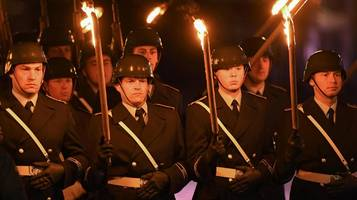 zapfenstreich in berlin: debatte um paraden lenkt vom eigentlichen problem ab