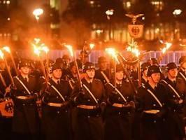 wieduwilts woche: guck mal, sieht aus wie die nazis damals