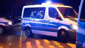 polizei löst linkes wagencamp auf: angriffe auf beamte