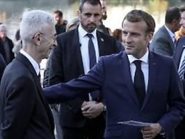 lob und kritik am präsidenten: macron: massaker an algeriern verbrechen der republik