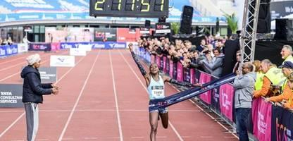Marathon in Amsterdam: Keniaierin Tanui rennt zum Streckenrekord – und trauert um verstorbene Teamkollegin Tirop